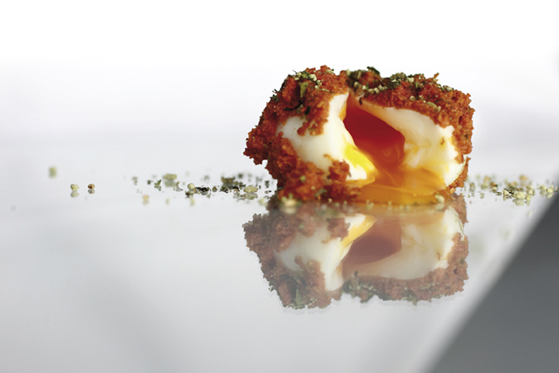6 MINUTES EGG WITH SEA URCHIN AND WAKAME