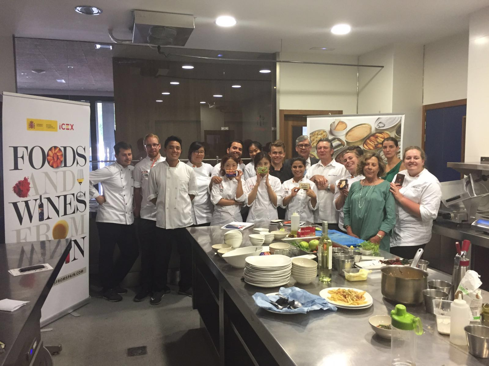 COOKING MASTER CLASS WITH TINNED FISH AND SEAFOOD TO THE INTERNATIONAL CHEFS OF THE FUTURE