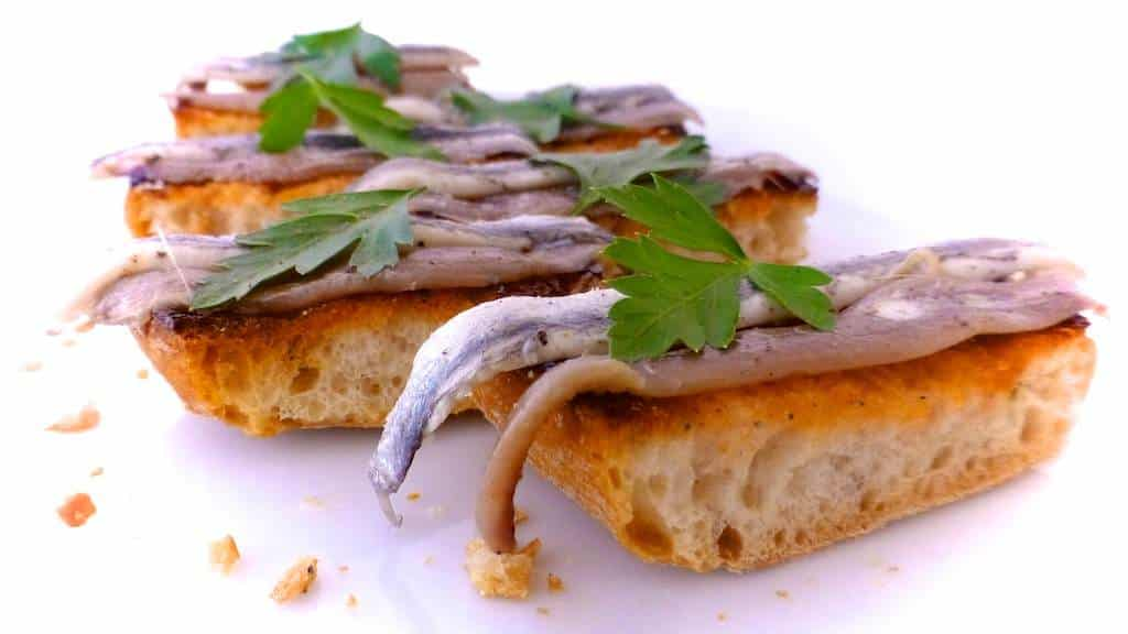 salting anchovies, marinated anchovies