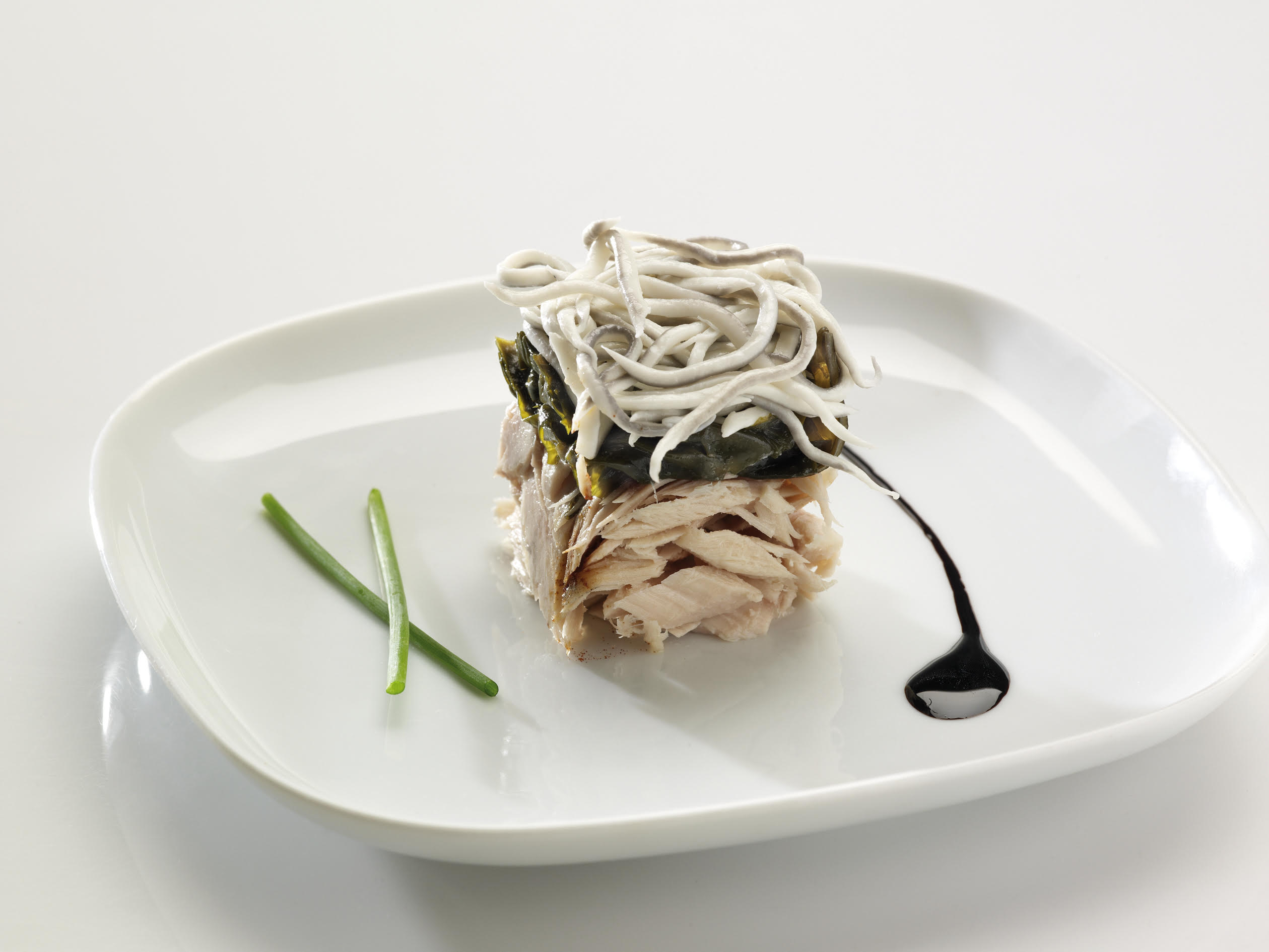 White tuna with seaweed and sautéed eels