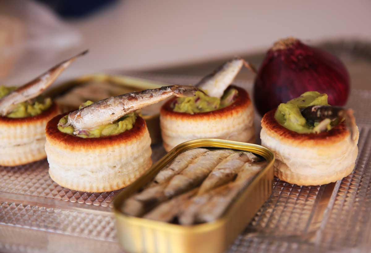 12 snack recipes with canned fish and seafood