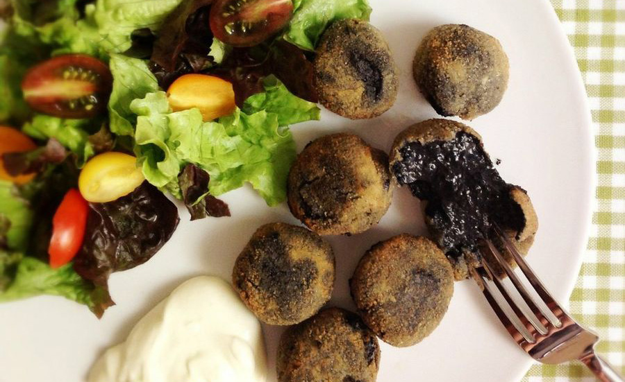 Croquettes of cuttlefish in their own ink