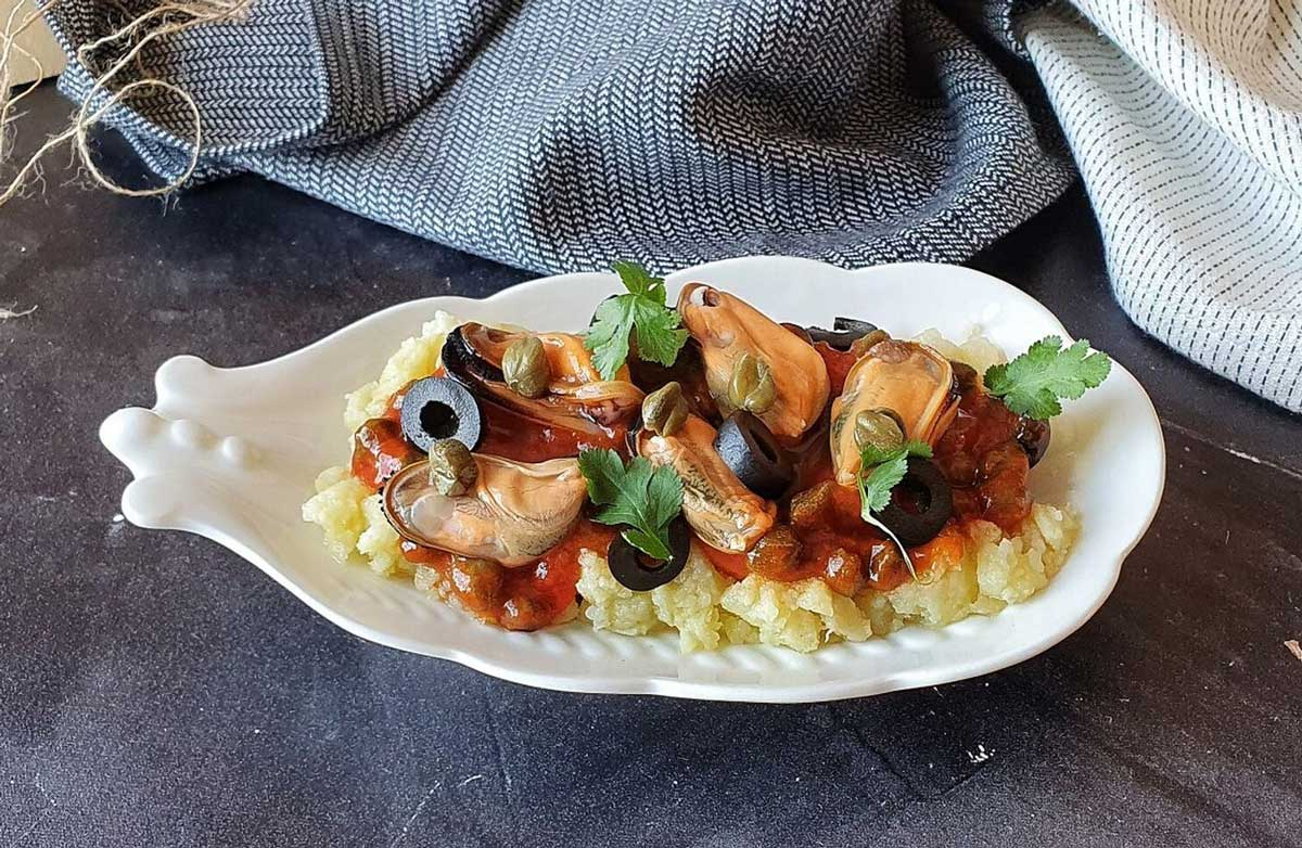 Puttanesca sauce with canned mussels