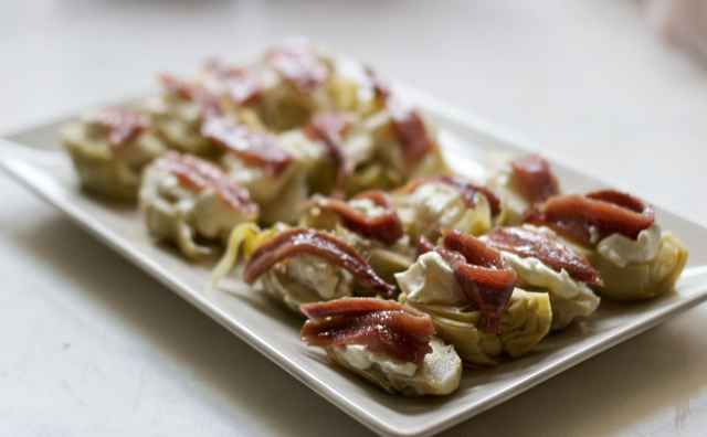 Healthy fast food: Artichokes with anchovies